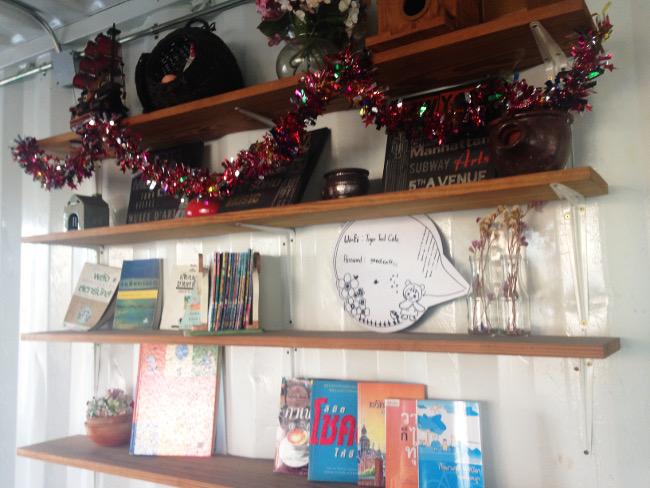 tigertedcafeの2階棚(WiFiパスワードあり)